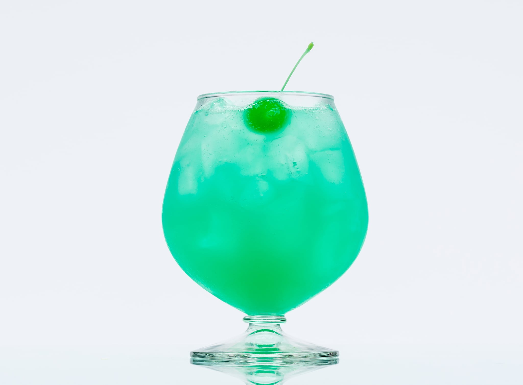 Rum cocktail with blue curacao recipe popsugar latina for Cocktail curacao