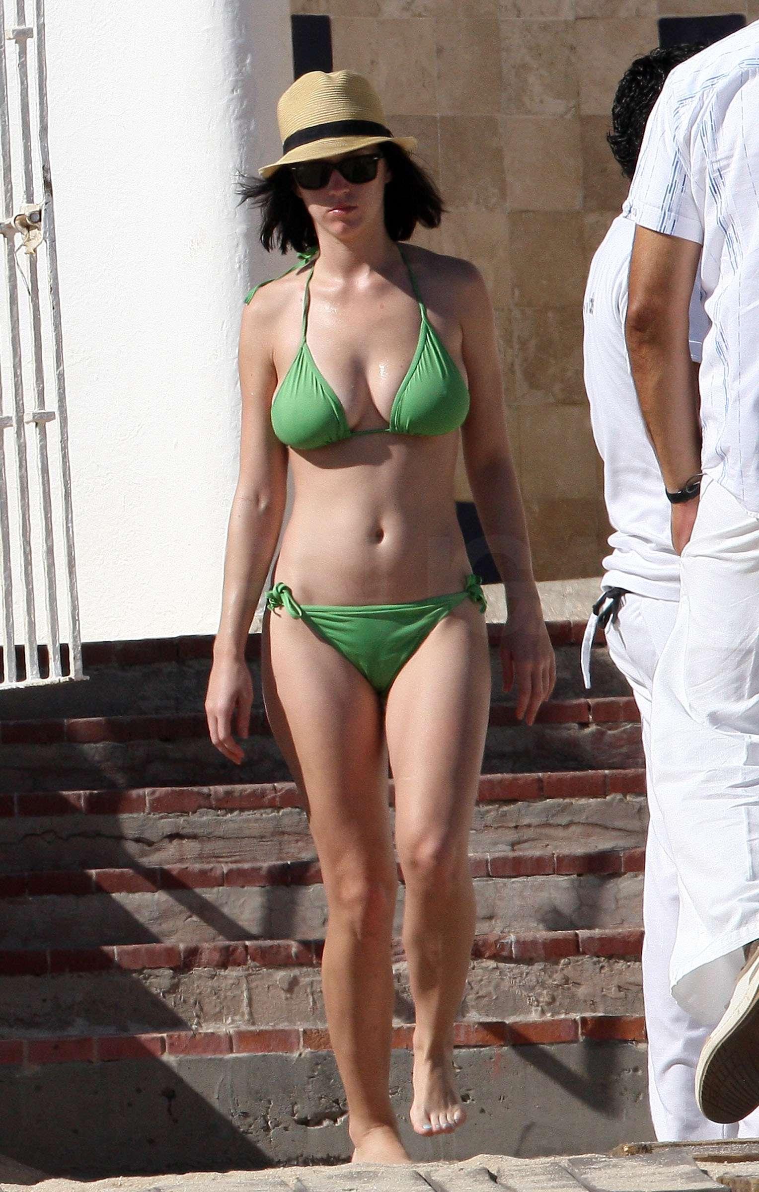 Katy Perry Bikini Photos in Mexico With Travis McCoy